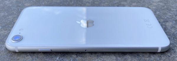 Viimeistely iPhone SE:ssä ei jätä toivomisen varaa.