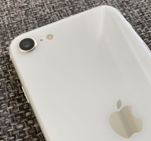 iPhone SE:ssä on vain yksi takakamera.
