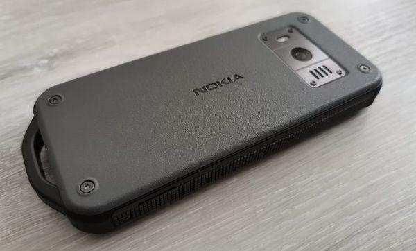 Takakuorta koristaa Nokia-logo.