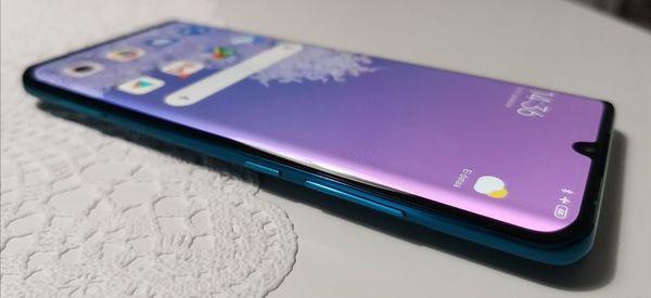 Xiaomi Mi Note 10:n oikeaa laitaa koristavat SIM-korttipaikka, virtapainike ja äänenvoimakkuuden säädin.