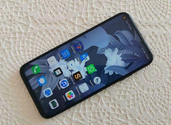 Huawei P40 litessä on 6,4 tuuman näyttö.