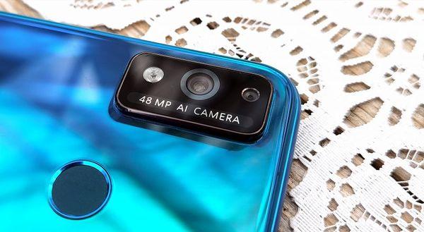 Honor 9X Liten takakamera on alle 200 euron hintaluokassa hyvä.