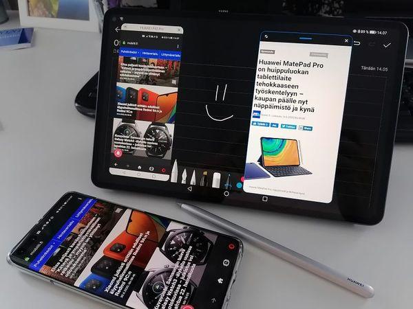 Moniajotila tukee jopa kolmea sovellusta rinnakkain. Kuvassa myös älypuhelinnäkymällä on oma ikkunansa.