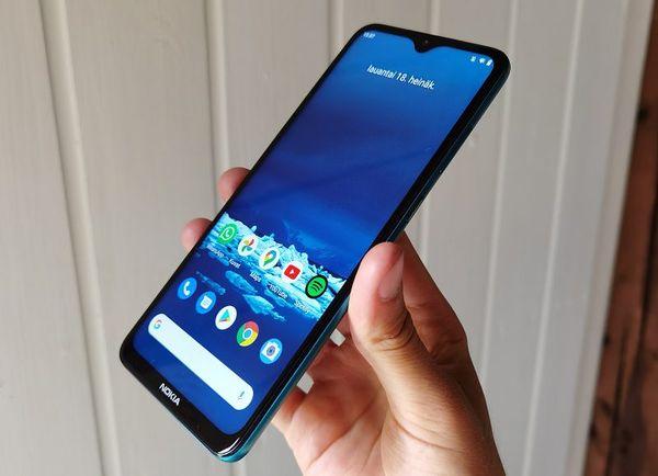 Nokia 5.3 on kevyt ja kookas.