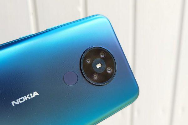 Nokia 5.3:ssa on neljä takakameraa ja LED-kuvausvalo.