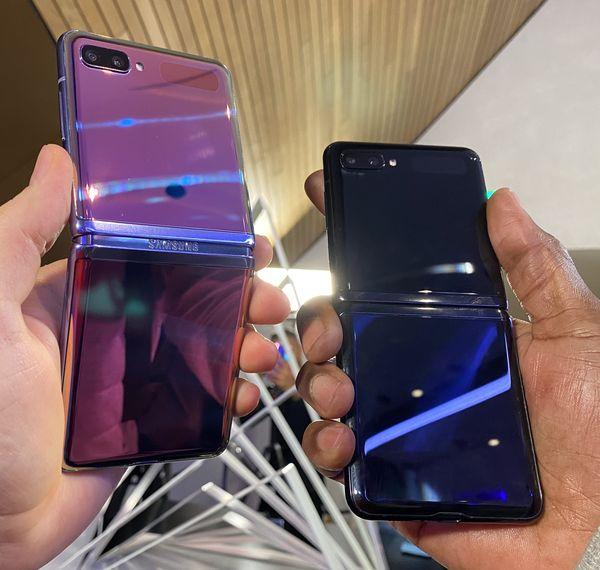 Galaxy Z Flipin kaksi värivaihtoehtoa Suomessa.