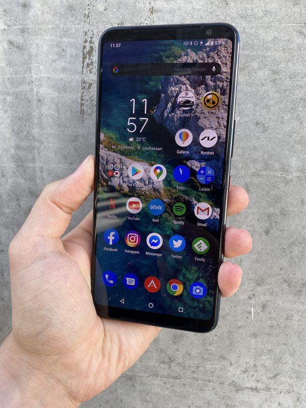 Asus ROG Phone 3 on suurikokoinen älypuhelin 6,59 tuuman näytöllä.
