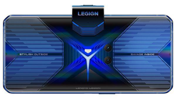 Takakamerat Lenovon pelipuhelimessa on puolestaan sijoitettu lähelle takapinnan keskustaa.