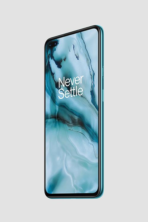 OnePlus Nordissa on 6,44 tuuman Fluid AMOLED -näyttö ja kaksi etukameraa.