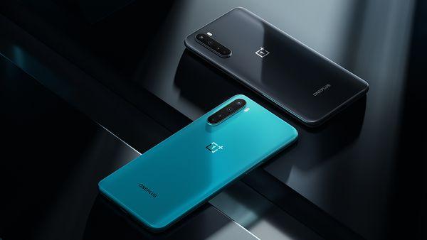 OnePlus Nordista on kaksi värivaihtoehtoa, harmaa ja sininen.