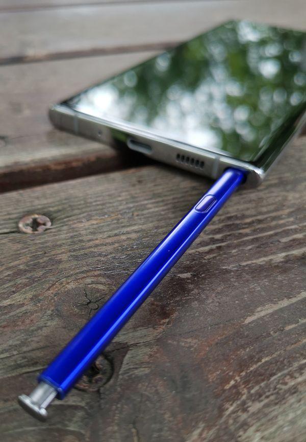Koloonsa solahtava S Pen -kynä on edelleen Galaxy Note -puhelinten erikoisuus.