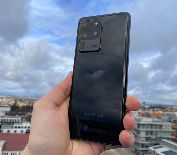 Suurikokoinen kamera-alue erityisesti Galaxy S20 Ultrassa jakaa varmasti muotoilun osalta mielipiteitä.