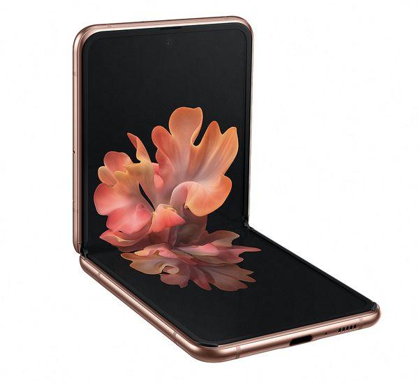 Galaxy Z Flip 5G:ssä on edelleen 6,7 tuuman taittuva näyttö.