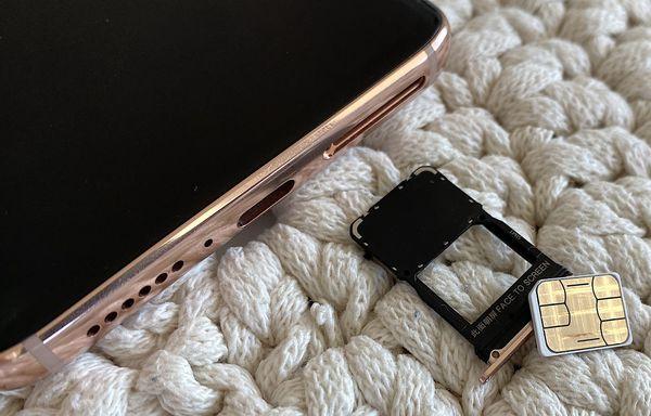 Mi 10 Prossa on vain yksi nanokoon SIM-korttipaikka.