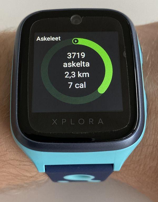 Xplora 4 toimii myös yksinkertaisena askelmittarina. Tiedot välittyvät myös huoltajan älypuhelimen sovellukseen.
