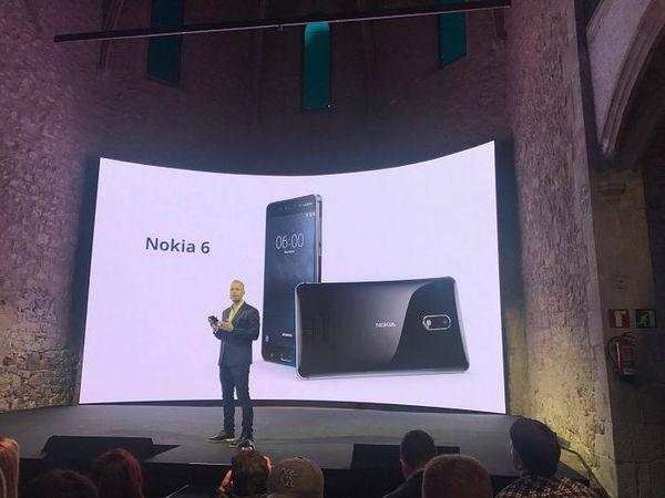 Nokia 6 pianomustana.
