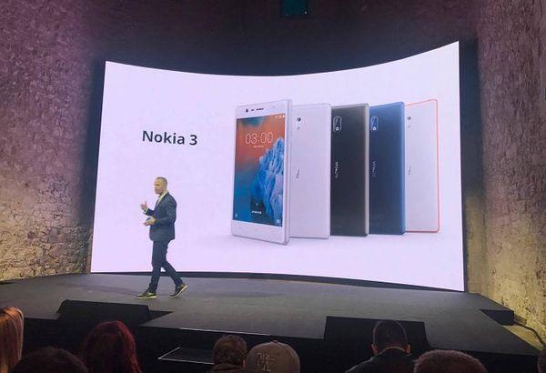 Nokia 3 eri väreissä.