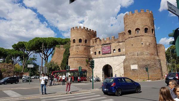 Esimerkkikuva aurinkoisessa Roomassa.
