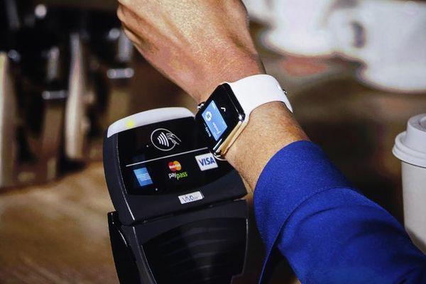 Apple Paylla voi maksaa myös Apple Watchilla.