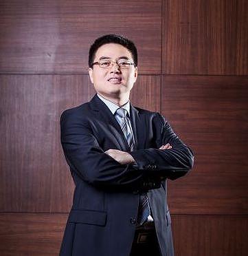 Huawein Suomen toimitusjohtaja David Liu.