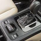 Outback on aina automaattivaihteinen ja vakiovarustukseen kuuluu myös vaihdekepin vierestä napilla kytkettävä maastoajoon tarkoitettu X-Mode-ajotila. Se vaikuttaa moottorinohjaukseen, ajonvakautuksen ja luistoneston toimintaa sekä nelivedon ohjaukseen. Ajotilaa käytettäessä kytkeytyy myös automaattinen alamäkihidastin.
