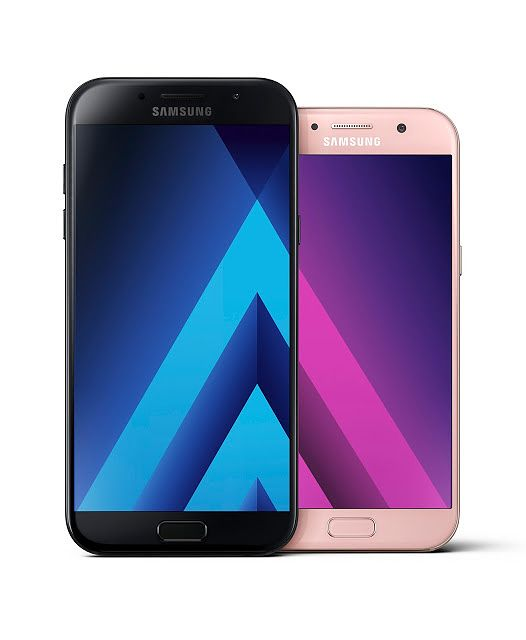 Galaxy A 2017 -mallien kaksi muuta värivaihtoehtoa testipuhelimemme kultaisen Sand Goldin lisäksi Suomessa ovat musta Black Sky sekä pinkki Peach Cloud. Kuvassa A5 (2017) sekä pienempi A3 (2017)