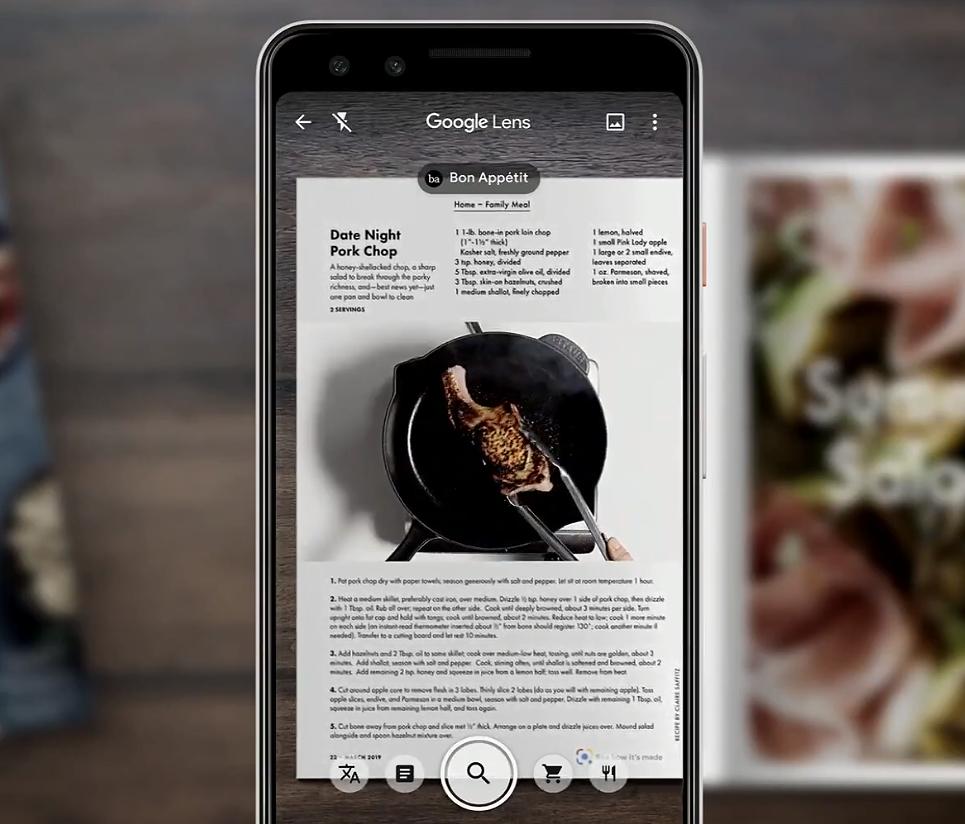 Google Lens tarjoaa tietoja ja jopa valmistusvideoita ravintolamenun annoksista.
