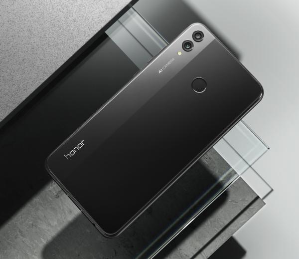 Honor 8X:n vasenta laitaa on korostettu eri värisävyllä.