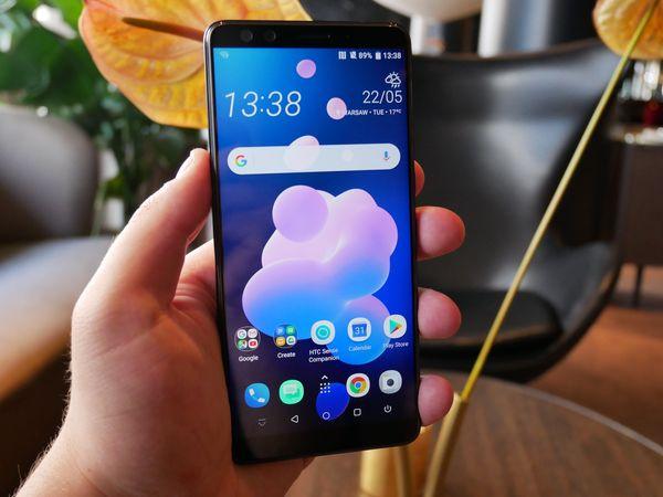 HTC ei lähtenyt mukaan näyttölovien trendiin.