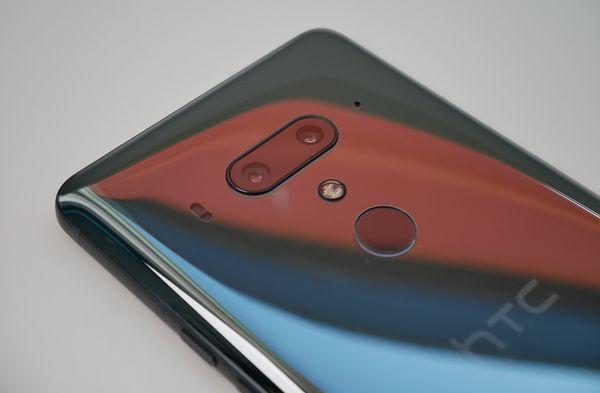 HTC U12+:ssa on kaksi takakameraa.