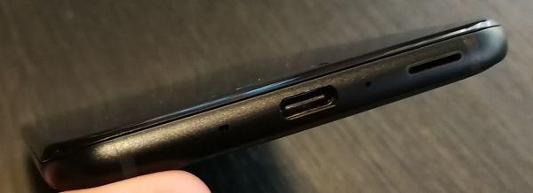 3,5 millimetrin perinteistä kuulokeliitäntää ei HTC U11:stä löydy.