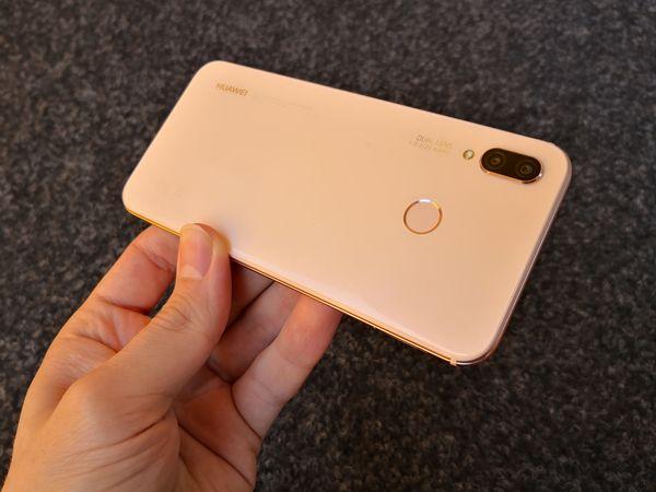 Pink Gold -väri P20 Litestä on sävyltään melko vaimea, ja näyttää valosta riippuen jopa valkoiselta.