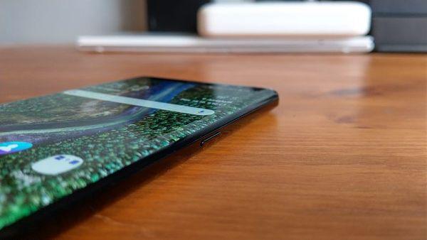 Galaxy Note8:n oikeassa laidassa sijaitsee virtanäppäin.
