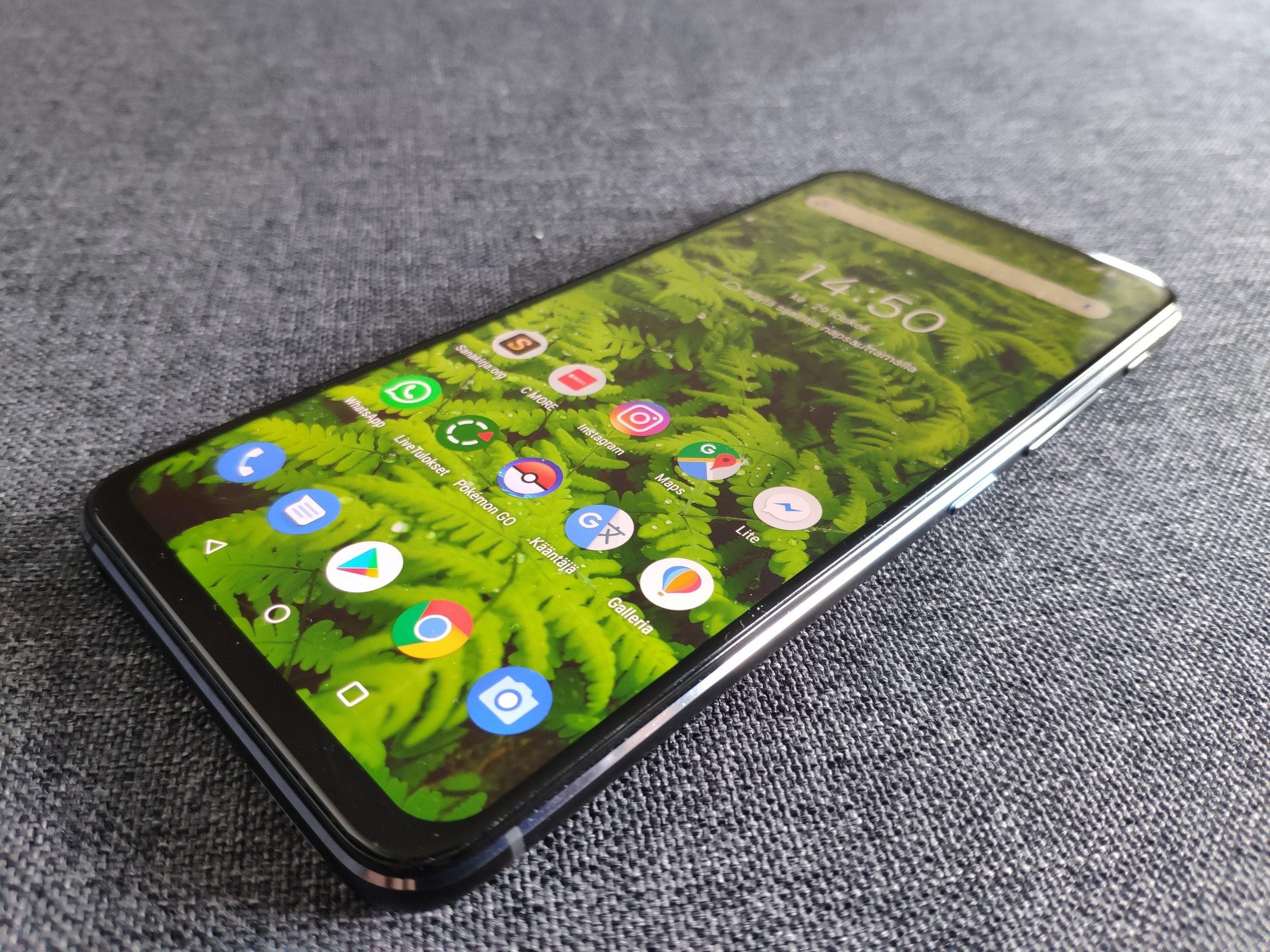ZenFone 6:ssa on 6,4-tuumainen LCD-näyttö.