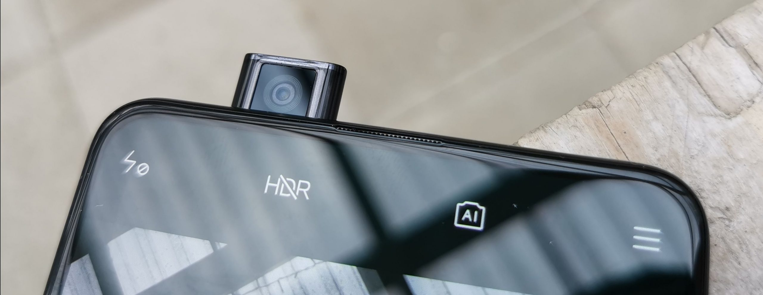 Xiaomi Mi 9T:n erikoisuus on esiin nouseva etukamera.