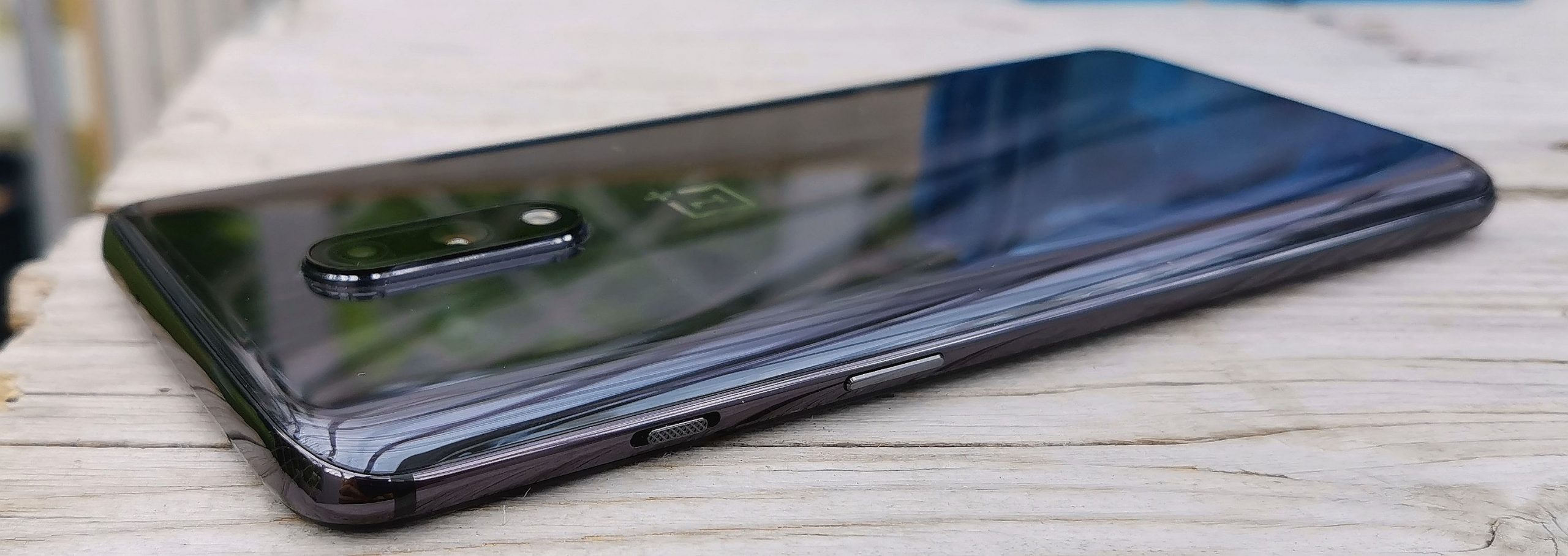 OnePlus 7 erottuu edukseen profiilivalintaa helpottavalla liukukytkimellä.