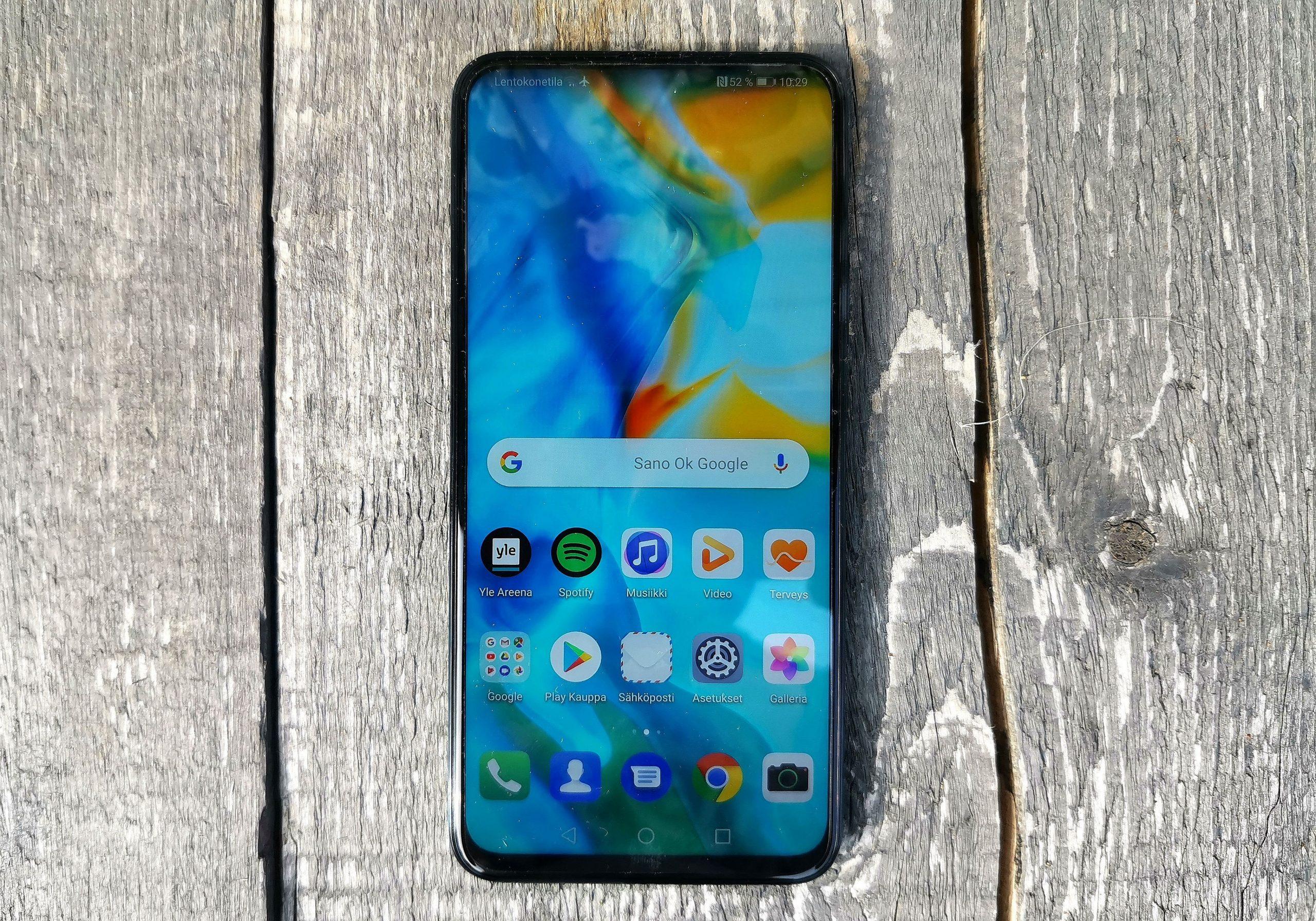 Huawei P Smart Z:n näyttö ajaa asiansa, ja reunukset ovat kapeat.