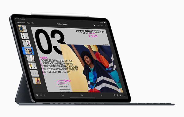 iPad Pro ja uusi Smart Keyboard Folio -näppäimistö.