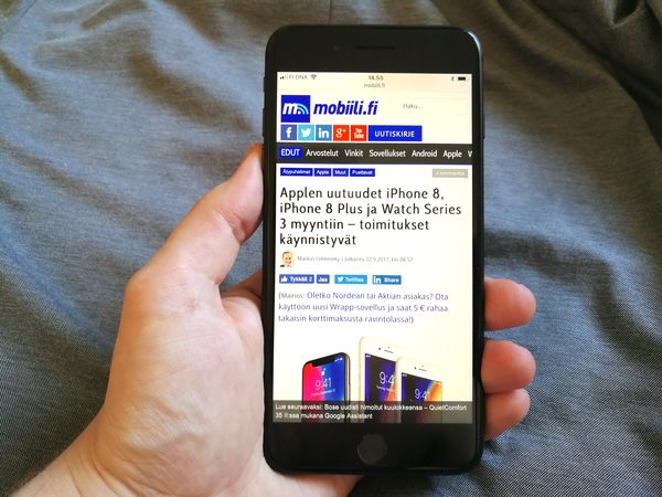 iPhone 8 Plus on edelleen erittäin suurikokoinen. Android-puhelimissa samankokoisen 5,5 tuuman näytön saa huomattavasti pienemmässä kokonaisuudessa.