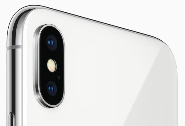 iPhone X:n molemmissa takakameroissa on optinen kuvanvakain, mutta kokonaisuutena uudistukset ovat varsin maltillisia.