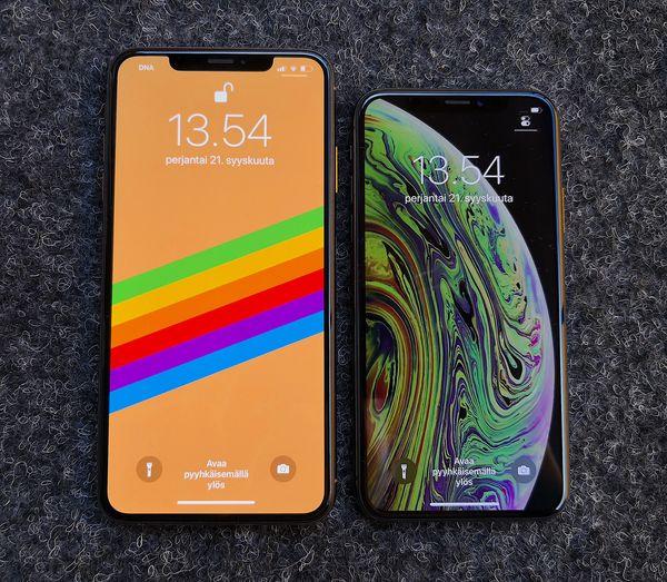 Vasemmalla kuvassa oleva iPhone XS Max oli vuoden 2018 haastavin korjattava.