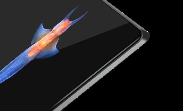 Yoga S940:ssa näyttölasi kaareutuu reunoille.