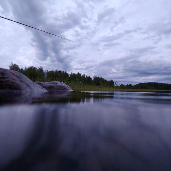 LG G7 ThinQ on vesi- ja pölytiivis IP68-luokitellusti, joten valokuvia voi ottaa vedessäkin.