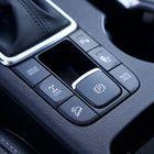 Vaihdekepin takaa löytyvät ajamiseen vaikuttavat säädöt