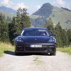 Keulassa muista Porscheista tuttuun tyyliin nelipisteiset päiväajovalot