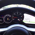Kierroslukumittari paljastaa kuvissa olevan auton dieseliksi. Muuten se on ulkonäöllisesti yhtenevä 4S-mallin kanssa