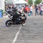 Varikolla yleisöä viihdytettiin moottoripyörätemppuilulla