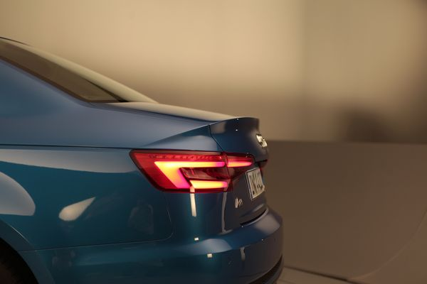 Perän jyrkkä taitos vähentää auton taakse syntyvää pyörteilyä ja siten ilmanvastusta