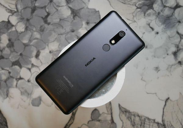 Näyttö ja alumiininen rakenne ovat Nokia 5.1:n parhaita puolia.