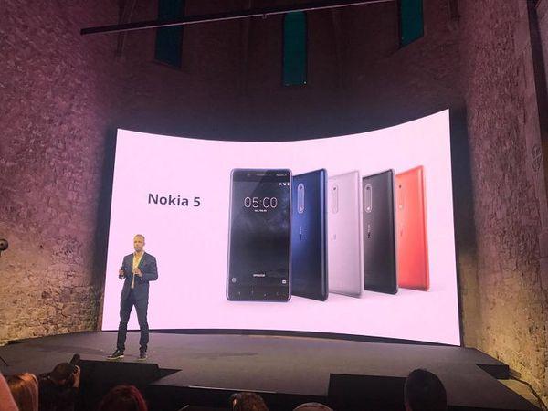 Alumiininen Nokia 5 eri väreissä.